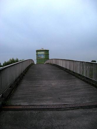 Fußgängerbrücke über A43
